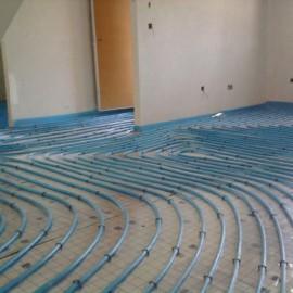Instalación de calefacción con suelo radiante y fontanería